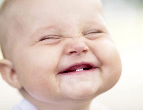 ¿Cuándo le salen los primeros dientes al bebé?